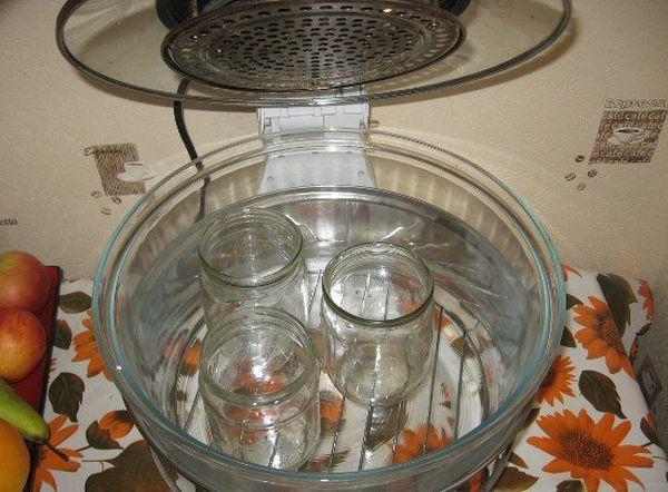 Как стерилизовать банки в кастрюле с водой, подготовка, важные нюансы